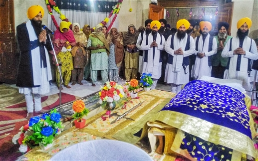 At Takht Sri Damdama Sahib devotees paid obeisance on the occasion of the anointing of Guru Gobind Singh