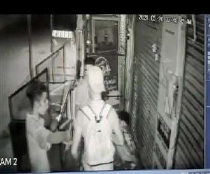 ਆਦਰਸ਼ ਨਗਰ 'ਚ ਚੋਰਾਂ ਦਾ ਧਾਵਾ, ਵਿਦੇਸ਼ੀ ਤੇ ਭਾਰਤੀ ਕਰੰਸੀ ਵੀ ਚੋਰੀ, CCTV ਕੈਮਰੇ 'ਚ ਕੈਦ ਹੋਈ ਘਟਨਾ