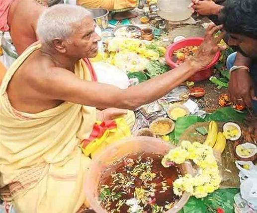 pitru paksha 2021 know right date tithi and time for tarpan and pind daan | ਅੱਜ ਨਹੀਂ ਕੱਲ੍ਹ ਤੋਂ ਸ਼ੁਰੂ ਹੋਣਗੇ ਸਰਾਧ, ਅੱਜ ਕਰ ਸਕਦੇ ਹੋ ਪੁੰਨਿਆ ਸਰਾਧ
