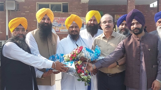 On arrival in Pakistan Sikh leaders warmly welcomed Singh Sahib Giani Harpreet Singh