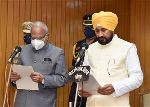 Punjab New CM Oath : ਚਰਨਜੀਤ ਸਿੰਘ ਚੰਨੀ ਨੇ ਪੰਜਾਬ ਦੇ 17ਵੇਂ CM ਵਜੋਂ ਲਿਆ ਹਲਫ਼, ਰੰਧਾਵਾ ਤੇ ਸੋਨੀ ਬਣੇ ਡਿਪਟੀ ਸੀਐੱਮ