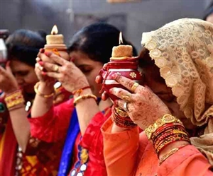 Karwa Chauth 2021 Veeravati Katha : ਕਰਵਾ ਚੌਥ ਦਾ ਵਰਤ ਟੁੱਟਣ ਨਾਲ ਪਤੀ 'ਤੇ ਆਉਂਦਾ ਹੈ ਸੰਕਟ, ਵੀਰਾਵਤੀ ਦੀ ਕਥਾ ਤੋਂ ਲਓ ਸਬਕ