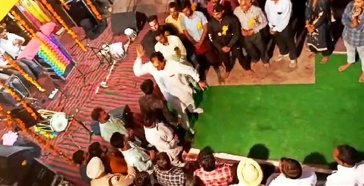 MLA Bhoa Joginder Singh video viral on Social Media | ਪੰਜਾਬ ਦੇ ਇਸ ਵਿਧਾਇਕ ਦੀ ਵੀਡੀਓ ਸੋਸ਼ਲ ਮੀਡੀਆ 'ਤੇ ਤੇਜ਼ੀ ਨਾਲ ਵਾਇਰਲ, ਵਿਕਾਸ ਦੇ ਸਵਾਲ 'ਤੇ ਜੜਿਆ ਥੱਪੜ