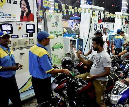 Petrol ਜਲਦੀ ਹੋ ਸਕਦੈ 4 ਰੁਪਏ ਪ੍ਰਤੀ ਲੀਟਰ ਤਕ ਸਸਤਾ, Diesel 'ਚ 5 ਰੁਪਏ ਤਕ ਦੀ ਰਾਹਤ ਸੰਭਵ, ਜਾਣੋ ਕਿੰਝ