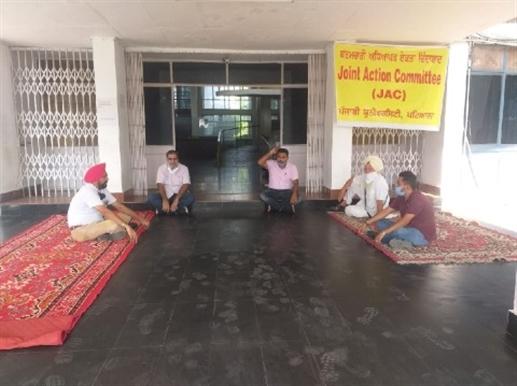 protest in punjabi university