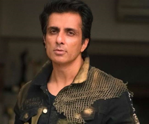 Bollywood News sonu sood on join politics says it is not for him he feel more freedom without politics