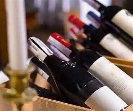 Liquor Home Delivery : ਦਿੱਲੀ 'ਚ ਸ਼ਰਾਬ ਦੀ ਹੋਮ ਡਲਿਵਰੀ 'ਤੇ ਲੱਗ ਸਕਦਾ ਗ੍ਰਹਿਣ, HC ਪਹੁੰਚਿਆ ਮਾਮਲਾ