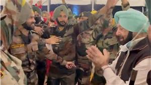 Foundation Day of the Sikh Regiment : ...ਜਦੋਂ ਮੁੱਖ ਮੰਤਰੀ ਕੈਪਟਨ ਅਮਰਿੰਦਰ ਸਿੰਘ ਨੇ ਜਵਾਨਾਂ ਨਾਲ ਪਾਇਆ ਭੰਗੜਾ