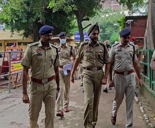 ips gurpreet singh bhullar takes charge of ludhiana police commissioner