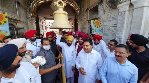 Chief Minister Charanjit Singh Channi and Sidhu pay obeisance at Shri Durgiana Tirath after paying obeisance at Darbar Sahib