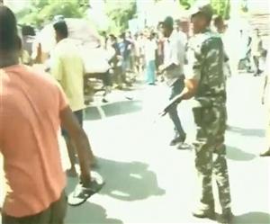 VIDEO : WB ਹਿੰਸਾ ਦੀ ਜਾਂਚ ਕਰਨ ਪਹੁੰਚਿਆ BJP ਦਾ ਵਫ਼ਦ, ਪੁਲਿਸ ਨੇ ਲਾਠੀਚਾਰਜ ਕਰ ਕੇ ਲੋਕਾਂ ਨੂੰ ਖਦੇੜਿਆ