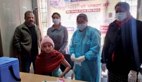 ੪੦ health workers had corona vaccine