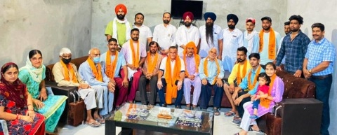 Many families from village Akam left Congress-BJP and joined Shiromani Akali Dal
