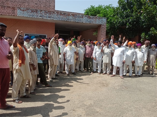 Farmers angry over 4 hours power supply for motors in bathinda