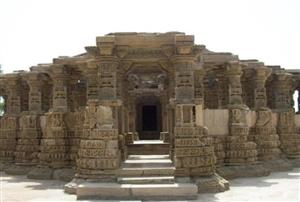 People do not stop at this temple in Rajasthan at night know what is the secret behind it   ਰਾਜਸਥਾਨ ਦੇ ਇਸ ਮੰਦਰ 'ਚ ਰਾਤ ਨੂੰ ਨਹੀਂ ਰੁਕਦੇ ਲੋਕ, ਜਾਣੋ ਕੀ ਹੈ ਇਸ ਪਿੱਛੇ ਰਹੱਸ