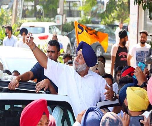 sukhbir badal jalandhar rally takes selfie himself