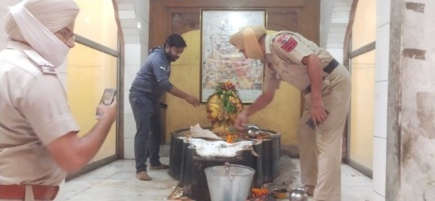 Thieves stole lakhs of silver and thousands of cash from a temple in Rambagh