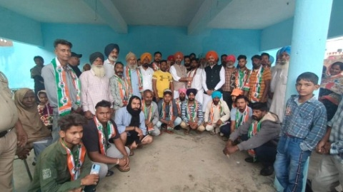 20 youths including Kulwinder Singh, Panch of Dhamot Kalan left Akali Dal and joined Congress