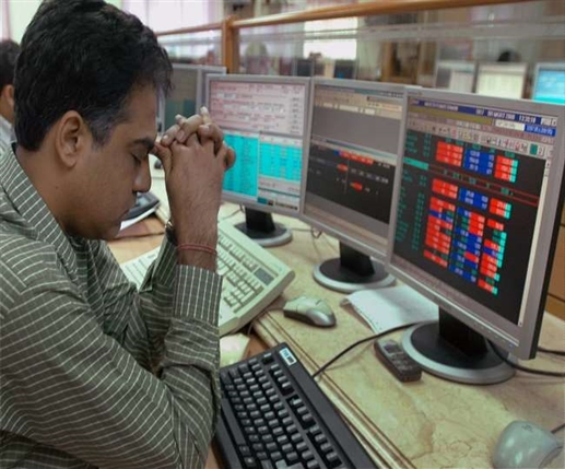 sensex lost 531 points nifty also broke ril shares fall more than five percent know the reason