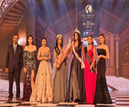mrs india award to navdeep kaur