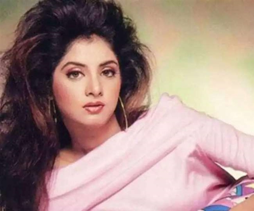 Happy Birthday Divya Bharti These people were present in Divya Bharti s flat at the time of death this special deal was signed on the same day know the full story