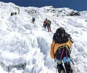 ਕੋਰੋਨਾ ਮਹਾਮਾਰੀ 'ਚ ਵੀ Everest 'ਤੇ ਵੱਡੀ ਗਿਣਤੀ 'ਚ ਪਹੁੰਚੇ Mountaineer, ਨਹੀਂ ਟੁੱਟਿਆ ਹੌਸਲਾ