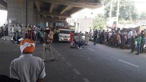 Kinnar Samaj blocked the Chandigarh Highway in a semi naked condition | ਕਿੰਨਰ ਸਮਾਜ ਦੇ ਇਕ ਧੜੇ ਨੇ ਅਰਧ-ਨਗਨ ਹਾਲਤ 'ਚ ਚੰਡੀਗੜ੍ਹ ਹਾਈਵੇ ਕੀਤਾ ਜਾਮ