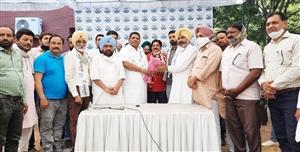 Punjab Politics :ਸਾਬਕਾ ਵਿਧਾਇਕ ਰੰਧਾਵਾ ਦੇ ਪੁੱਤਰ ਸਮੇਤ ਐੱਨਆਰਆਈ ਤੇ ਕਾਰੋਬਾਰੀ ਹੋਏ ਆਪ 'ਚ ਸ਼ਾਮਲ