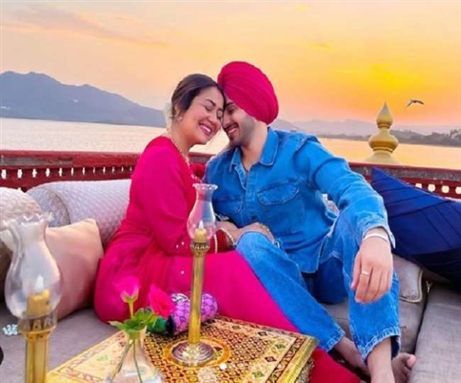 Neha Kakkar Anniversary Neha Kakkar and Rohanpreet arrive in lakes on first anniversary