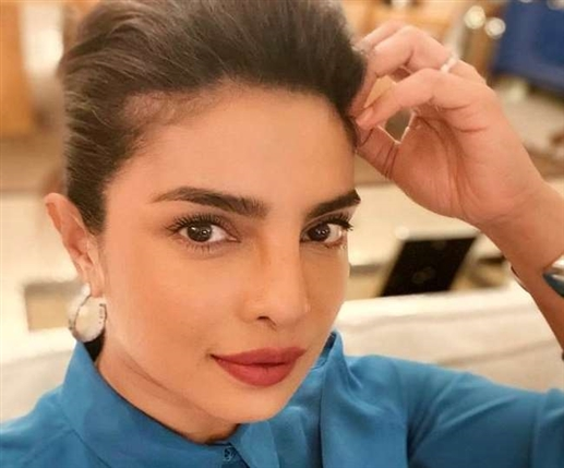 Priyanka Chopra shares a picture of these special women of India saying a big deal