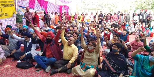 Teachers from seven districts strike outside GNDU to protest non implementation of 7th Pay Commission
