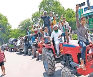 Farmers Protest: ਬਿਨਾਂ ਆਗਿਆ ਦੇ ਸ਼ਹਿਰ 'ਚ ਕੱਢੀ ਭਾਕਿਯੂ ਦੀ ਟਰੈਕਟਰ ਰੈਲੀ, ਰੋਕਣਾ ਪਿਆ ਟਰੈਫਿਕ