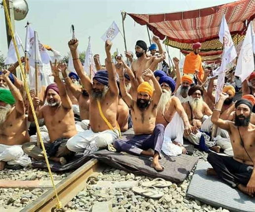protest of farmers in punjab continues