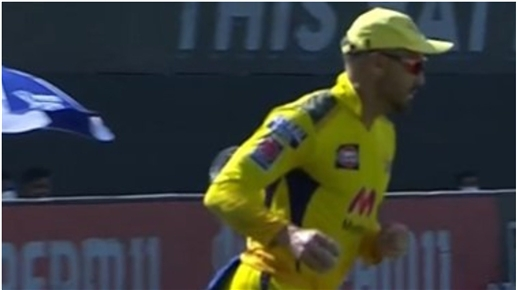Blood was flowing from Faf Duplessi knees still a strange catch watch the video