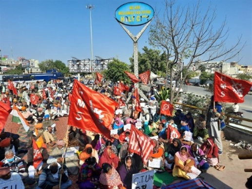labouers and employes did strike in 1mritsar