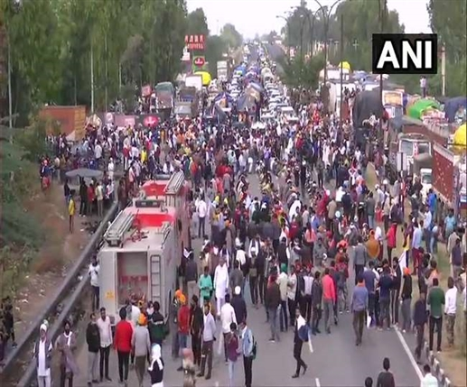 LIVE Farmers Protest crpf extra police force deployed at delhi haryana border