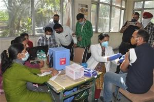 Jalandhar Covid-19 Vaccination : ਜਲੰਧਰ 'ਚ ਪੰਜਾਬ ਰੋਡਵੇਜ਼ ਦੇ 94 ਮੁਲਾਜ਼ਮਾਂ ਨੂੰ ਲੱਗੀ ਕੋਰੋਨਾ ਵੈਕਸੀਨ