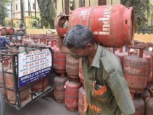 LPG Subsidy Update : ਅਗਸਤ 'ਚ ਫਿਰ ਵਧ ਸਕਦੇ ਹਨ ਰਸੋਈ ਗੈਸ ਦੇ ਭਾਅ, ਜਾਣ ਲਓ ਸਬਸਿਡੀ ਨਾਲ ਜੁੜੀਆਂ ਖਾਸ ਗੱਲਾਂ