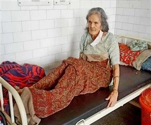 62 ਸਾਲਾ ਮਾਂ ਨੂੰ ਹਸਪਤਾਲ 'ਚ ਛੱਡ ਭੱਜਿਆ ਬੇਟਾ, 5 ਮਹੀਨੇ ਤੋਂ ਹਰ ਸ਼ਖ਼ਸ 'ਚ ਆਪਣਿਆਂ ਨੂੰ ਲੱਭਦੀ ਹੈ ਬਜ਼ੁਰਗ