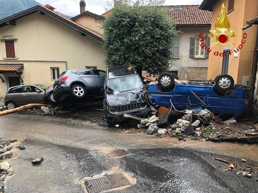 Hailstorms in various cities of Italy a large number of damaged vehicles