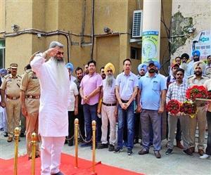 Punjab New Cabinet: ਦੁਬਾਰਾ ਮੰਤਰੀ ਬਣੇ ਭਾਰਤ ਭੂਸ਼ਣ ਆਸ਼ੂ ਨੂੰ ਲੁਧਿਆਣਾ ਪਹੁੰਚਣ 'ਤੇ ਦਿੱਤਾ ਗਾਰਡ ਆਫ ਆਨਰ