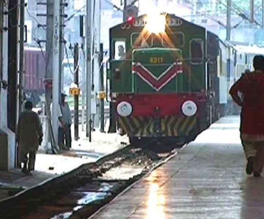 International News Pakistani railways threatens to withhold salaries of employees for refusing covid 19 vaccination