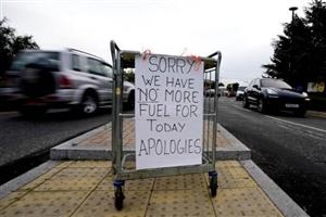 Stressful Situation in UK: ਯੂਕੇ 'ਚ ਛਾਇਆ ਭਾਰੀ Fuel ਸੰਕਟ, ਟਰੱਕ ਡਰਾਈਵਰਾਂ ਦੀ ਘਾਟ ਬਣੀ ਮੁੱਖ ਕਾਰਨ