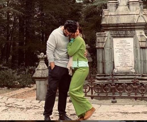 Malaika Arora shares unseen romantic picture with Arjun Kapoor