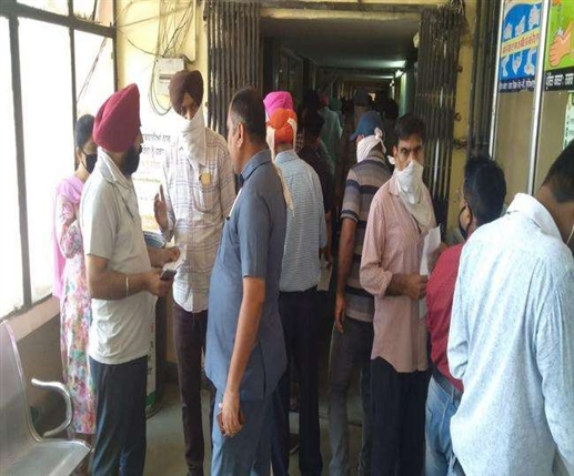 municiple corporation offices rush to pay property tax on last day in ludhiana