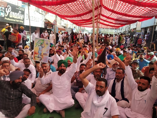 Farmers surround former BJP minister Kalia house