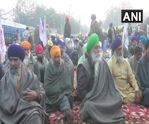 Farmer Protests LIVE Updates farmers stay put at singhu border as their protest against the central governments farm laws continues